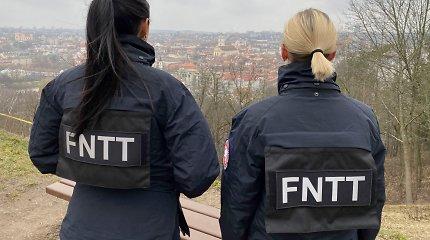 Sostinėje FNTT pareigūnai beldėsi į kolegės namus, kol ji kriauklėje degino dokumentus