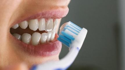 Specialistai: zulindami dantis bet kaip, jų neišvalote