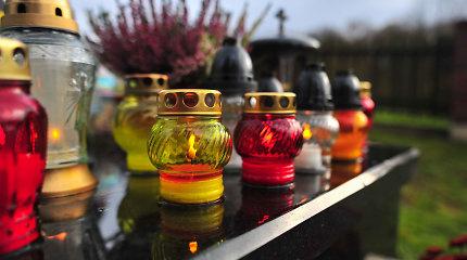 Aplinkai draugiškos Vėlinės: su bičių vaško žvakėmis, daugkartinėmis žvakidėmis, džiovintomis gėlėmis