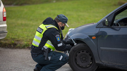 Pareigūnai Klaipėdoje tikrino automobilių padangas: du vairuotojai gavo baudas