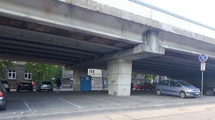 Vilniečiai sunerimo dėl Liubarto tilto keliamos grėsmės – byra jo gabalai