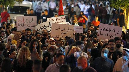 Izraelis žada atkurti taiką Jeruzalėje, atidėjo smurtą išprovokavusį teismo posėdį