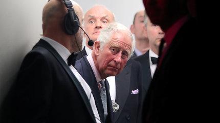 Ne, princas Charlesas COVID-19 išsigydė ne ajurvedos pagalba