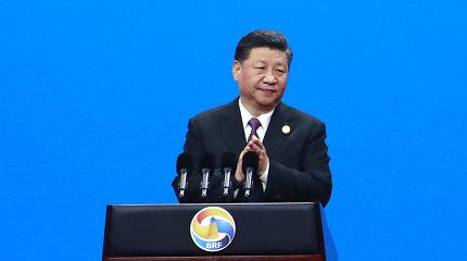 """Kinijos vadovas Xi Jinpingas siekia išsklaidyti nuogąstavimus dėl naujojo """"Šilko kelio"""""""