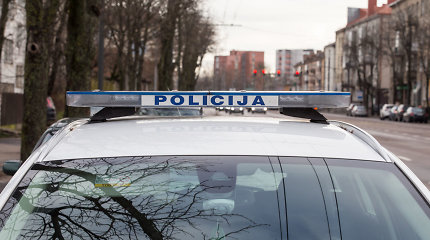 Mažeikių rajone policininkas tarnybiniu automobiliu partrenkė į kelią išbėgusią mažametę