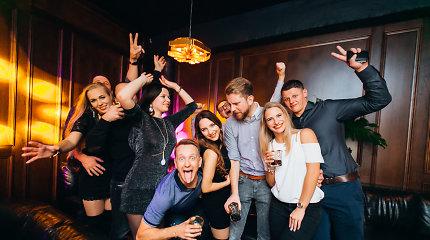 Sostinėje atidarytas naujas naktinis klubas – raudonas kilimas ir sausakimša šokių aikštelė