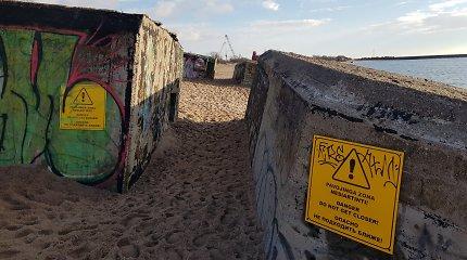 Melnragėje stūksančią karinę bateriją glemžiasi jūra: pavojingu tapusio bunkerio likimas – gamtos rankose