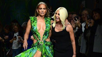 D.Versace nustebino kolekcijos pristatymo svečius – ant podiumo pasirodė J.Lopez