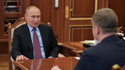Rusijoje švelninant karantino ribojimus V.Putinas pasirodė Kremliuje
