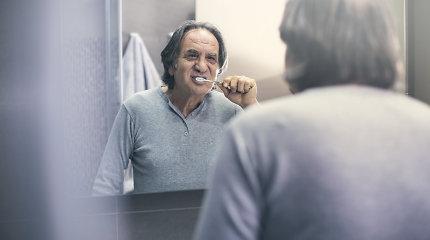 """Projekto """"Susitikim, mieli senjorai"""" patarimai, kaip tinkamai prižiūrėti dantis karantino metu"""