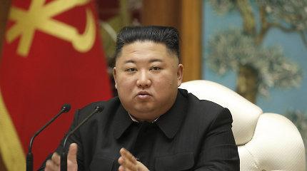 Perbėgėliai Tokijuje šaukia į teismą Šiaurės Korėjos lyderį