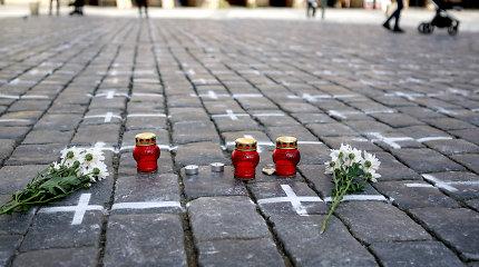 Čekijoje nuo pirmadienio laisvinami suvaržymai, šalis mini COVID-19 aukų atminimą