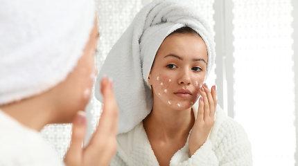 Makiažas odos problemų neužmaskuos: kaip išsirinkti tinkamas priemones ir nepakenkti sau dar labiau?