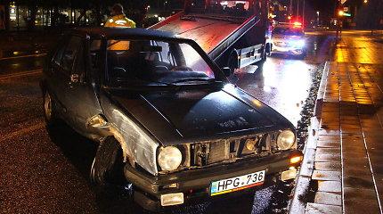 """Panevėžyje girtą """"Volkswagen"""" vairuotoją sustabdė stulpas"""