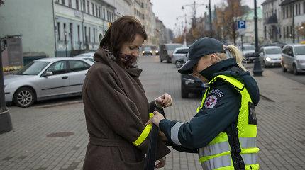 Atšvaitų dieną policija vėl minėjo dalindama juos pėstiesiems