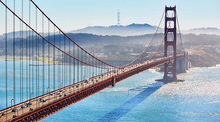 Prie San Fransisko lengvajam lėktuvui nusileidus vandenyne išgelbėti du žmonės