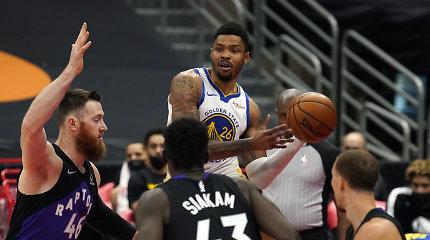 """Iš """"Warriors"""" liko šlapia vieta: """"Raptors"""" šventė pergalę 53 taškų skirtumu"""