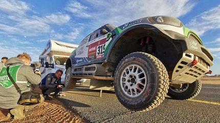 Ketvirtoji Dakaro diena automobilių įskaitoje: lietuviai ir vėl naikino ratus
