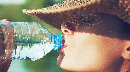 Ką reikia žinoti apie skysčius, kai lauke karšta: kiek išgerti, ko vengti?