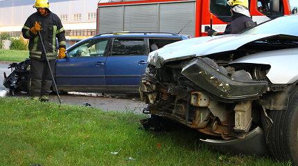 """Panevėžyje per """"Honda"""" ir """"Volkswagen"""" susidūrimą sužeistas vienas iš vairuotojų"""