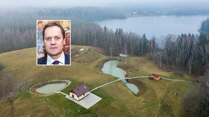 Tyrimą atliekanti Statybų inspekcija lankėsi Tomaševskių sodyboje, kreipsis į Valstybinę miškų tarnybą