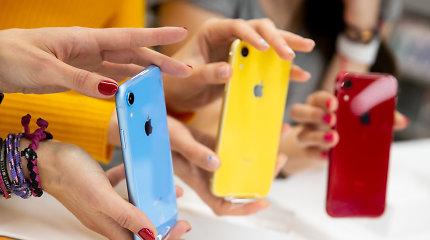 """""""Apple"""" mažina trijų naujausių išmaniųjų telefonų modelių gamybą"""