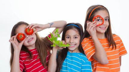 Naminiai daržovių traškučiai, pasakos ir kiti triukai, padedantys vaikus sudominti sveiku maistu