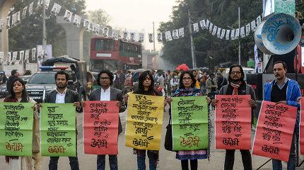 Bangladešo teismas liepė suimti populiaraus nepriklausomo dienraščio redaktorių