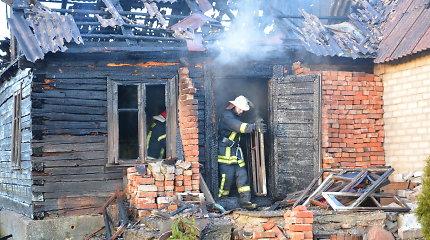 Po gaisrų serijos Kelmės rajono kaimuose sulaikyti du įtariami padegėjai