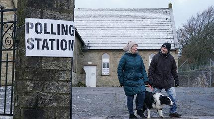 Ar gali būti sunkiau išsirinkti? Pavargę britai balsavo už mažiausią blogį