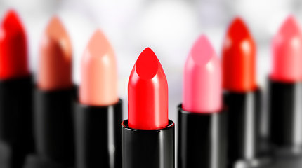 Raudonas lūpdažis – klasika: kaip išsirinkti tinkamą atspalvį?