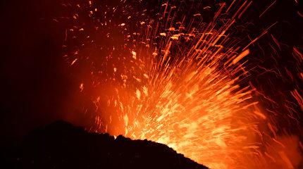 """Italijoje vėl """"prabudo"""" Etnos ugnikalnis"""