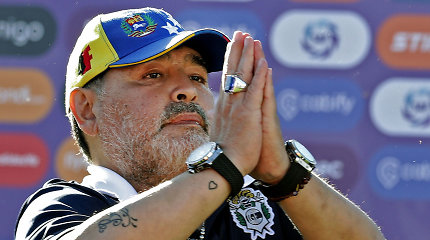 "Su apkvaitusiu liūtu dukros palygintas Diego Maradona atsakė: ""Aš nemirštu"""
