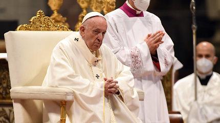 Popiežius Pranciškus įšventino devynis naujus kunigus