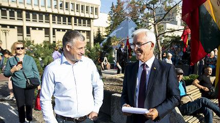 Parlamentarų kalbos proteste prie Seimo: ragino nepaklusti ir versti Vyriausybę