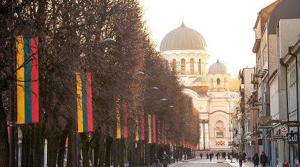 Lietuvos valstybės atkūrimo dieną Kaunas pasitinka su trispalvių alėja – iškelta 300 vėliavų