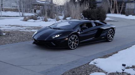 """""""Lamborghini"""" kopiją 3D spausdintuvu gaminanti šeima sulaukė kalėdinės staigmenos"""