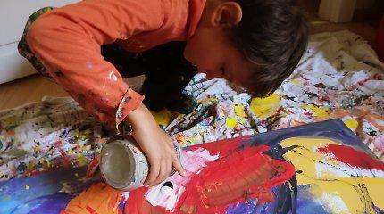 """Abstrakcijas ant didelių drobių tapantis 8-metis Lukas: """"Aš – tapytojas. Na, ir kas, kad nemoku nupiešti namo?"""""""