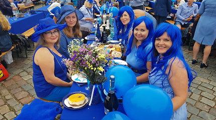 Klaipėdoje – penktoji Mėlynoji vakarienė: svečiai stebina kūrybiškomis puošmenomis