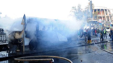 Damaske prie kariškių autobuso sprogus dviem bomboms žuvo 14 žmonių