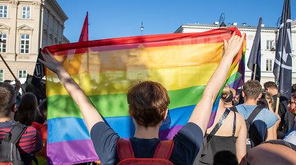 """Emocinę paramą LGBT jaunuoliams LGL platformoje teikiančios savanorės: """"LGBT vaikai labiausiai baiminasi dėl savo tėvų reakcijos"""""""