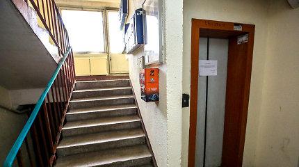 Beveik pusmetis be lifto Vilniaus devynaukštyje: gyventojai už naują balsavo, bet lifto parduotuvėje neįsigysi