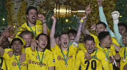 """Dortmundo triumfas: """"Borussia"""" iš būsimo """"Bayern"""" trenerio panosės pačiupo Vokietijos taurę"""