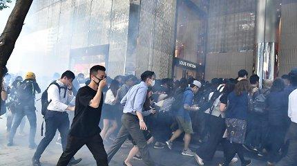 """Kinų prezidentas: smurtas Honkonge kelia grėsmę """"vienos šalies, dviejų sistemų"""" principui"""