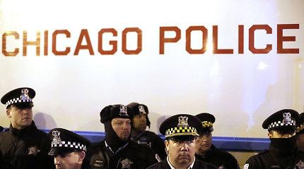 Čikagoje atleisti keturi policininkai, kaltinami dangsčius juodaodį nušovusį kolegą