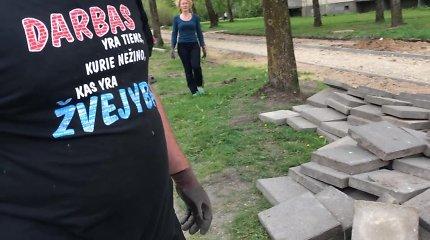 Vilniuje nufilmuota vagystė – moteris su vyru krovė trinkeles į automobilį, bet policija to netirs