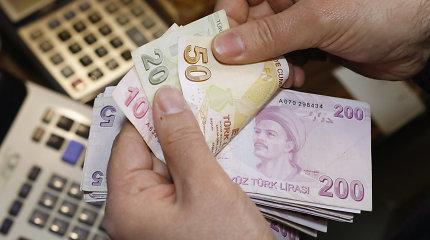 Turkijos obligacijas prilygino šlamštui – papildomas krūvis lirai