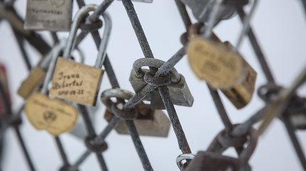 Dėl įsimylėjėlių pomėgio – pavojus Lietuvos miestų tiltams