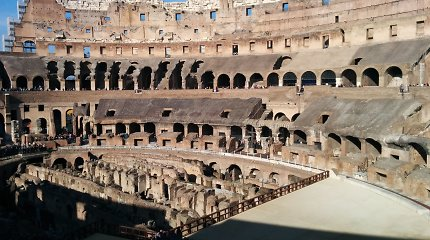 Noras įsiamžinti ant Koliziejaus Romoje turistams gali brangiai kainuoti – už tai gresia tūkstantinės baudos