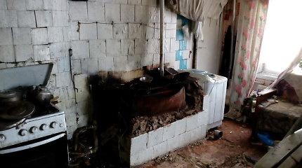 Ugniagesiai prašo įsileisti juos į namus – tikrins krosnis
